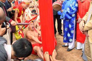 Độc đáo làng ngồi kéo co ở Hà Nội
