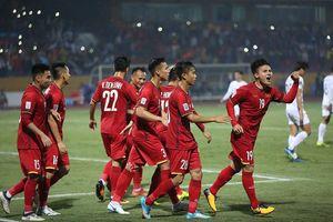 Thắng đậm Campuchia ở Hàng Đẫy, ĐT Việt Nam vào bán kết AFF Cup với ngôi đầu