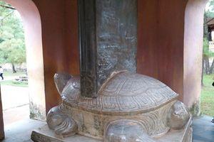 Viết, vẽ bậy tràn lan tại nhiều di tích ở Huế