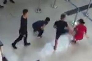 Nguyên nhân bất ngờ về vụ nhóm người hành hung nữ nhân viên hàng không