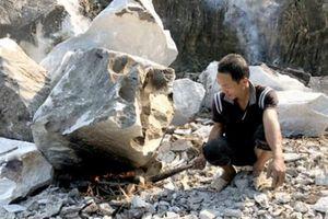 Vùng đất người có 'duyên nợ' với những phiến đá trắng lấp lánh