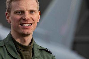 Bay trong bão, phi công Anh phóng tên lửa 'xử gọn' 4 xe tải IS