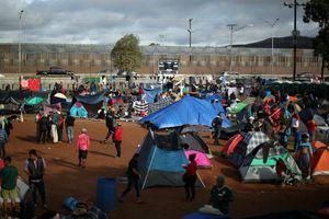 Dòng người di cư tràn về, thành phố Mexico 'khủng hoảng nhân đạo'