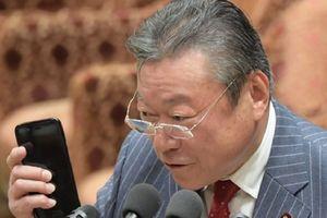 Bộ trưởng An ninh mạng Nhật Bản 'không rành' chuyện... an ninh mạng