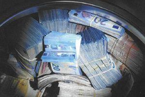 Giấu tiền trong máy giặt để rửa tiền