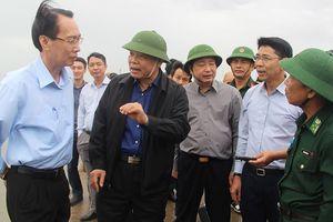 Bộ trưởng Nguyễn Xuân Cường chỉ đạo chống bão số 9 ở Cần Giờ