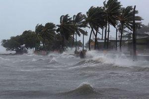 Bão số 9 sẽ đổ bộ vào đảo Phú Quý, hàng nghìn người dân Nha Trang hối hả di tản tránh trú