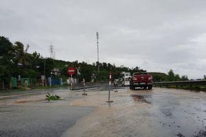 Khẩn trương khắc phục hư hỏng mặt đường QL1 qua Phú Yên