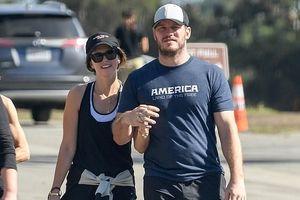 Chris Pratt và con gái của 'Kẻ hủy diệt' vui vẻ nắm tay dạo phố
