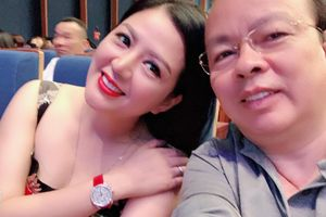 Ảnh đời thường của ca sĩ Đinh Hiền Anh và chồng Thứ trưởng Bộ Tài chính