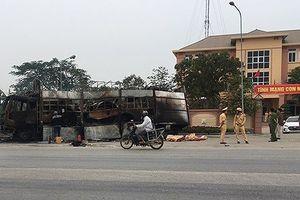 Đang bị lập biên bản, xe tải chở hàng bỗng dưng bốc cháy