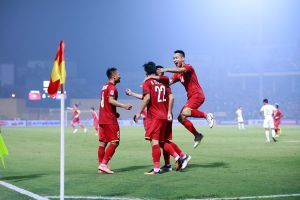 Bữa tiệc bóng đá trên sân Hàng Đẫy: Tuyển Việt Nam thẳng tiến vào bán kết