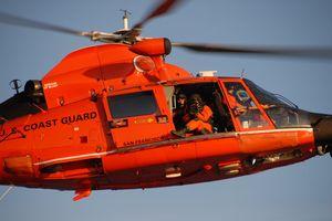 Bắn tỉa từ trực thăng - kỹ năng độc đáo của Tuần duyên Mỹ