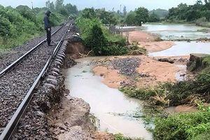 Ngành đường sắt phải chuyển tải hành khách bằng ô tô vì cơn bão số 9