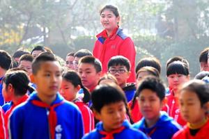 Bé gái 11 tuổi cao 2,1 m, lập kỷ lục thế giới
