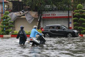 Bão số 9 đang vào gây mưa lớn, đường phố Vũng Tàu chìm trong nước