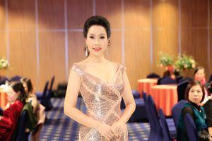 Á hậu Trịnh Kim Chi diện váy dạ hội lộng lẫy đi sự kiện