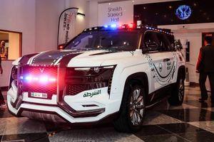Sướng như cảnh sát giao thông Dubai, siêu xe đi không hết