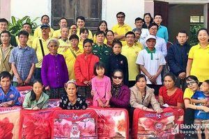 Trao quà người nghèo tại Kỳ Sơn và Thanh Chương