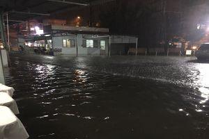 TP.HCM: Mưa lớn kéo dài, Bệnh viện Đa khoa khu vực Hóc Môn bị nhấn chìm