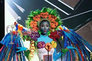 20 bộ trang phục dân tộc lạ kỳ… 'hài hước đến khó tin'