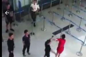 Nữ nhân viên bị đánh ở sân bay: Yêu cầu xử lý nghiêm