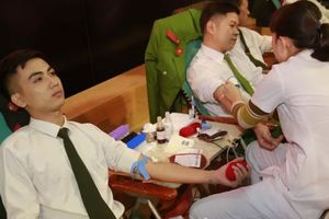 Hơn 300 sinh viên Học viện An ninh tham gia hiến máu nhân đạo