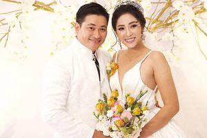 Hoa hậu Đại dương Đặng Thu Thảo rạng rỡ, xinh đẹp trong lễ cưới với chồng doanh nhân