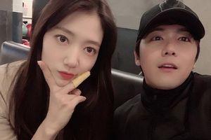 Bỏ rơi Hyun Bin, Park Shin Hye 'hẹn hò' cùng bạn thân Lee Hong Ki (FTISLAND)
