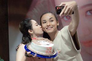 Gia Linh chiêu đãi fan liên khúc acoustic đầy ngẫu hứng, thân thiết bên Mai Ngô ngày sinh nhật