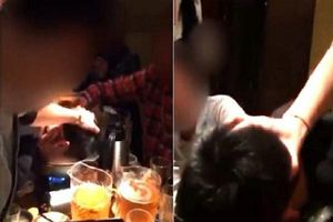 Nhật Bản: Đám đông reo hò khi chứng kiến cảnh sếp nhấn đầu đồng nghiệp vào nồi lẩu đang sôi