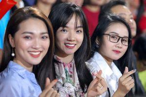 Lộ diện 'hội bạn gái cầu thủ' đội tuyển Việt Nam