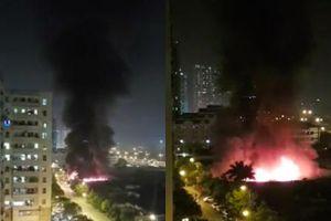 Hà Nội: Cháy lớn tại xưởng nội thất ô tô lúc nửa đêm, nhiều tài xế lái xe sang tháo chạy