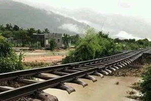 Đường sắt Bắc - Nam thông tuyến trở lại sau bão số 9