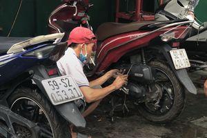 Người Sài Gòn ngủ khách sạn qua đêm, sáng dắt xe đi sửa