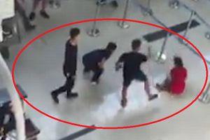 Cấm đi khỏi nơi cư trú với ba người đánh nữ nhân viên hàng không