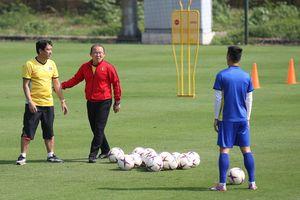 HLV Park Hang Seo yêu cầu tuyển thủ Việt Nam 'trở lại mặt đất'