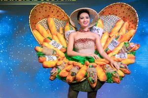 Cộng đồng mạng quốc tế thích thú trước trang phục bánh mì của H'Hen Niê