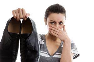 Vạch mặt thói quen khiến chân bạn bốc mùi