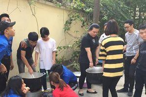 Sinh viên trường ĐH Đại Nam mang 'Đông ấm yêu thương' đến với người nghèo Thủ đô