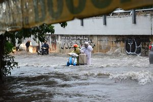 Sài Gòn ngập nặng, 1 người chết vì bão số 9