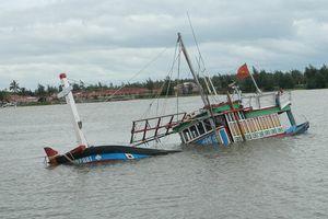 Bão số 9 gây mưa to làm hư hỏng nhiều tàu thuyền