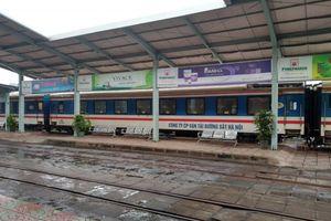 Thông tuyến đường sắt Bắc - Nam bị sạt lở do bão số 9
