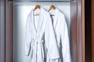 11 vật dụng bạn đừng bao giờ cất giữ trong phòng tắm