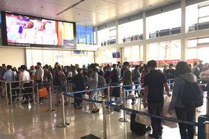 Một hành khách bị khống chế khi định tấn công nhân viên hàng không