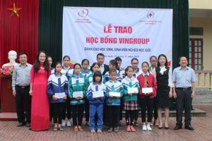 Trao học bổng VinGroup cho học sinh tại Nghệ An