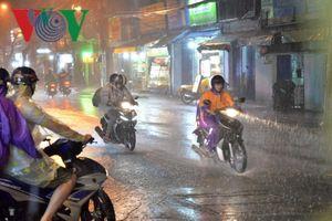 Thời tiết hôm nay: Mưa lớn diện rộng ở khu vực Trung bộ và Đông Nam bộ