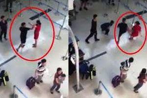 Clip: Vụ côn đồ đánh nữ nhân viên sân bay từ một góc quay khác