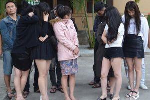 Nhóm chân dài thác loạn tại bữa tiệc ma túy cùng 10 người đàn ông trong khách sạn