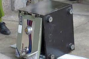 Trộm rinh két sắt nặng 140 kg trong ngày Sài Gòn mưa lịch sử